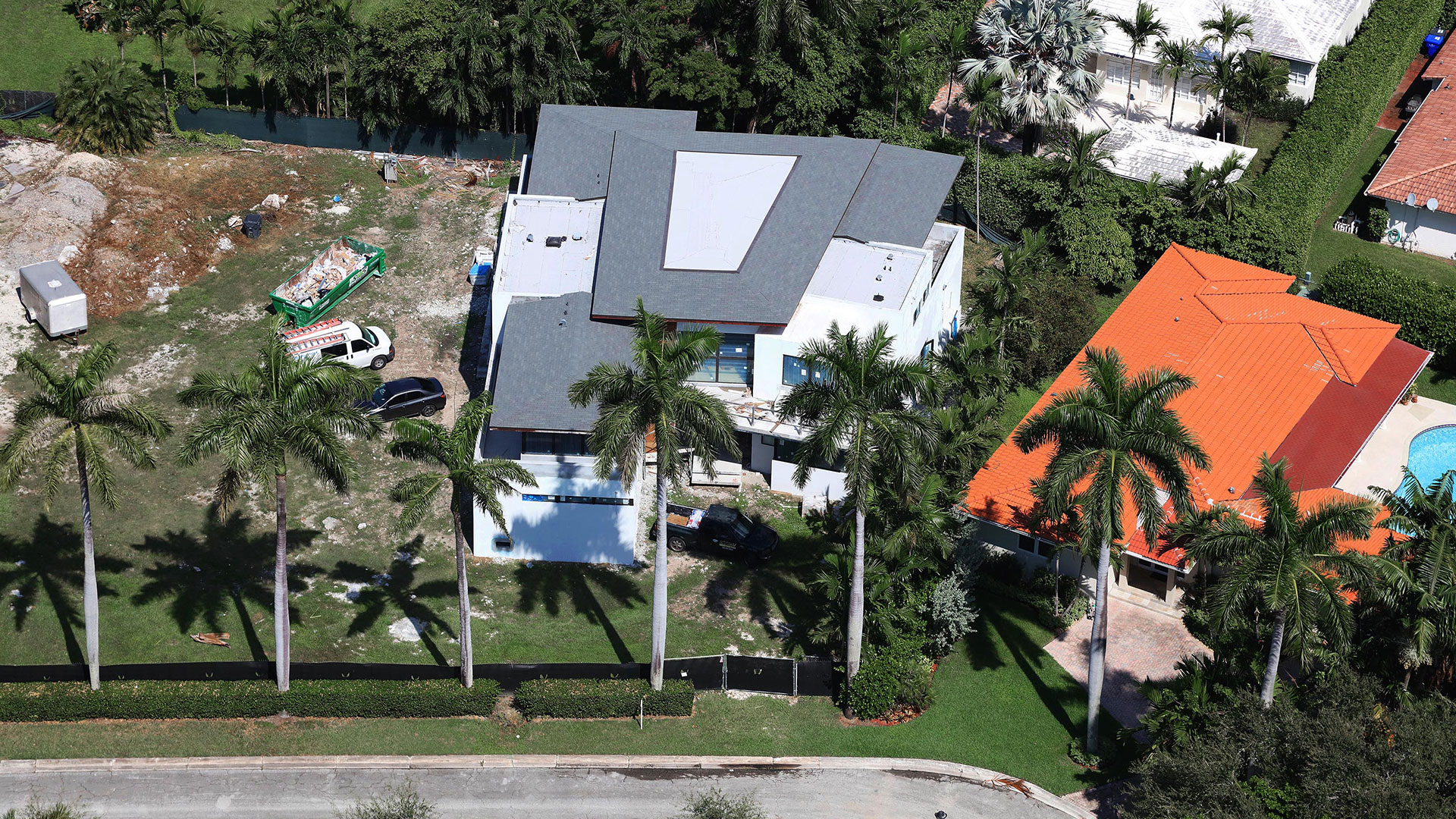 Bal-Harbour-Tropical-Residence-Modern-High-end-Construction16